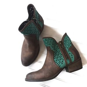 Not Rated Gretchen laser cut ankle boots Sz. 8.5